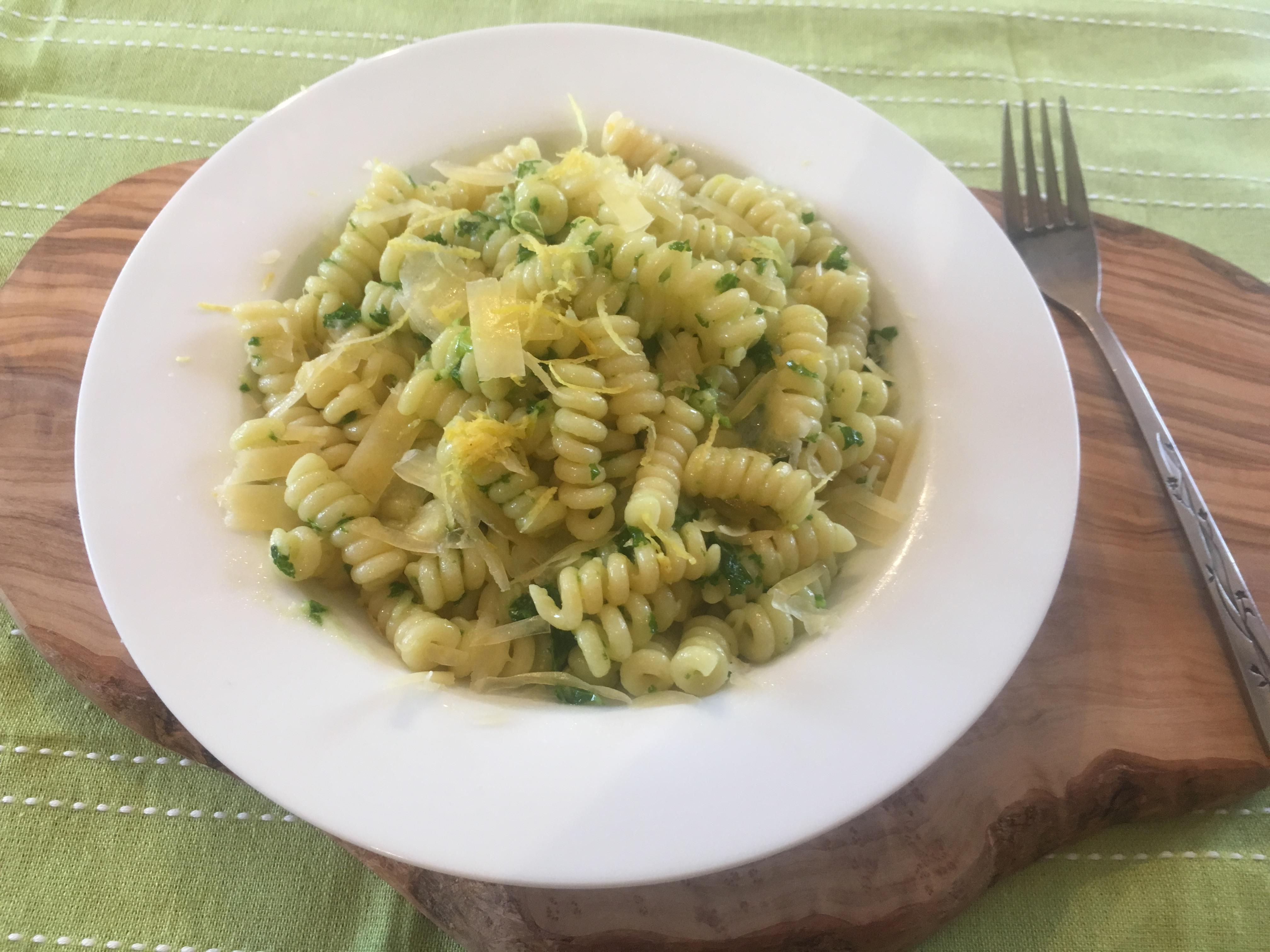 CURLY KALE PESTO PASTA